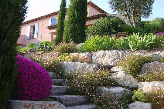 Jardin proven al am nag sur mesure aix en provence par for Creation jardin provencal
