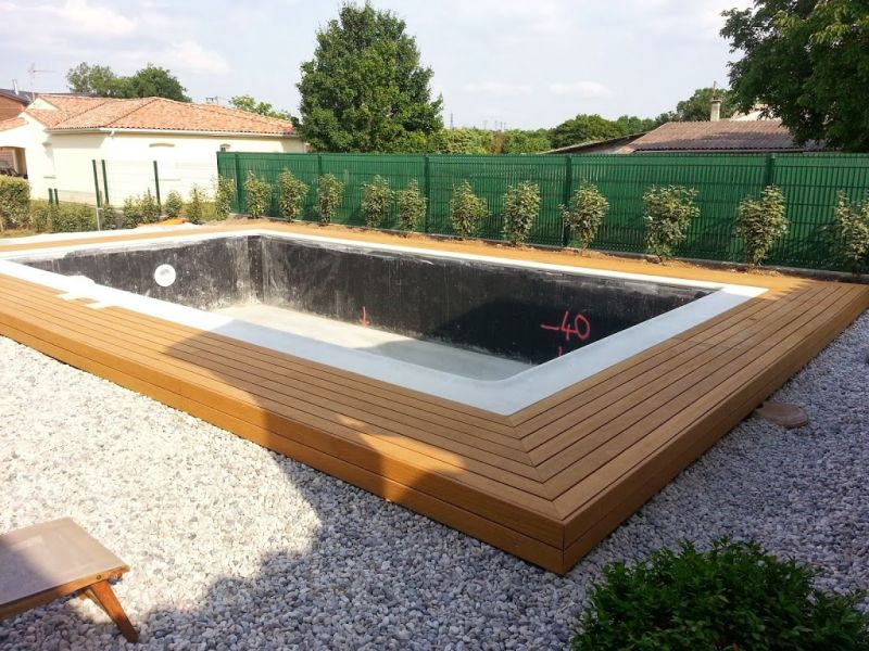 Am nagement d 39 un tour de piscine sans margelle avec pose d 39 une terrasse en bois sans vis - Amenagement tour de piscine ...