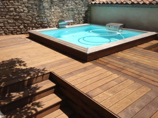 installation de jacuzzi avec am nagement en bois autour aix en provence jardinier paysagiste. Black Bedroom Furniture Sets. Home Design Ideas